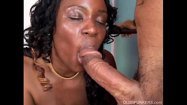 milf punishes disobedient lesbian employee