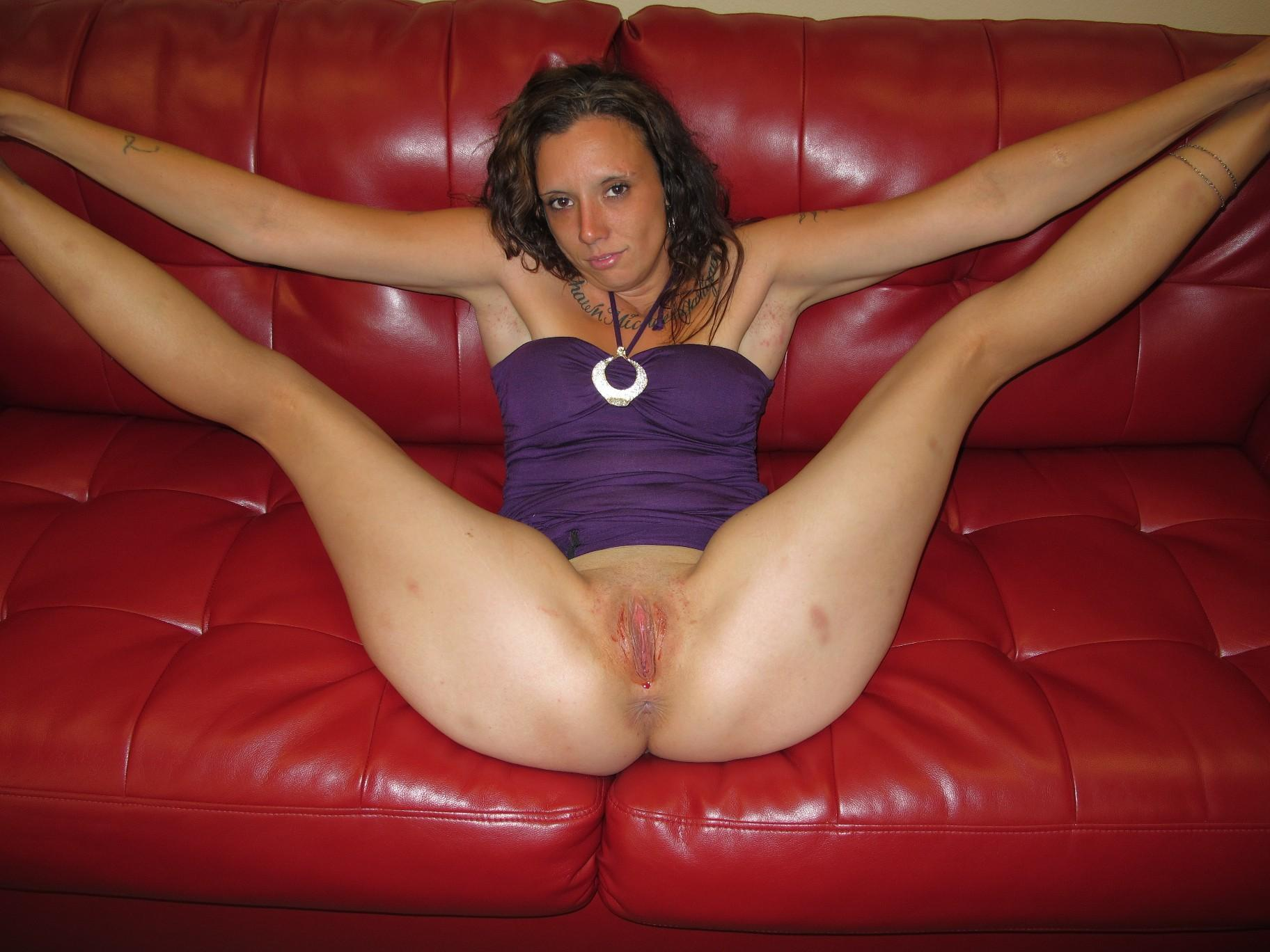 amateur nude girl legs wide