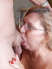 cutechubby mature blode loves to fuck